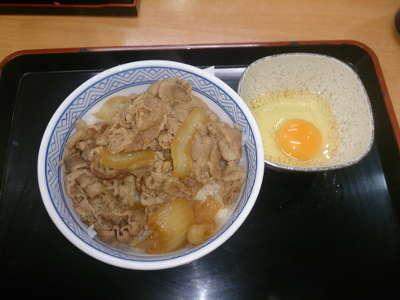 吉野家:牛丼並+生玉子