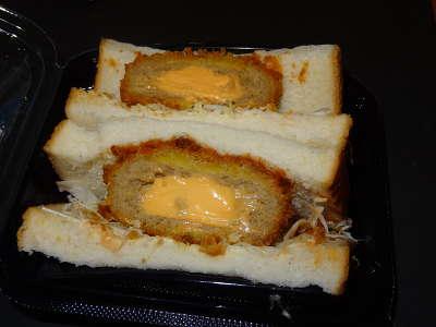 北海道チーズのメンチカツサンド