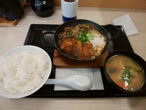 カツヤ:チキンカツの牛すき鍋定食