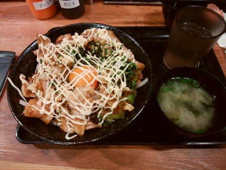 伝説のすた丼屋:お好み焼きすた丼