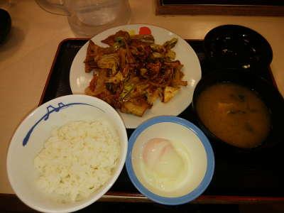 松屋:回鍋肉定食(半熟玉子)