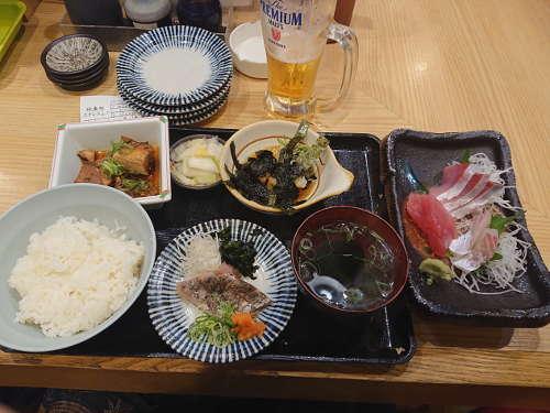 スタンドふじ:刺身定食+生中