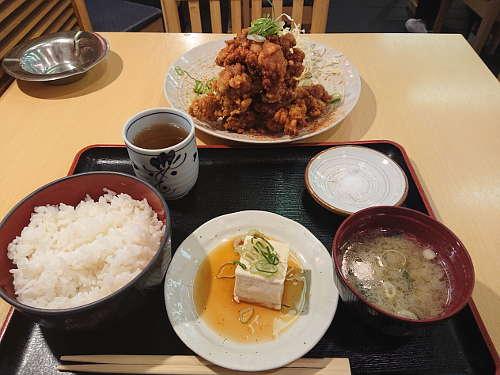 さくら月 田ごと:唐揚げマウンテン定食