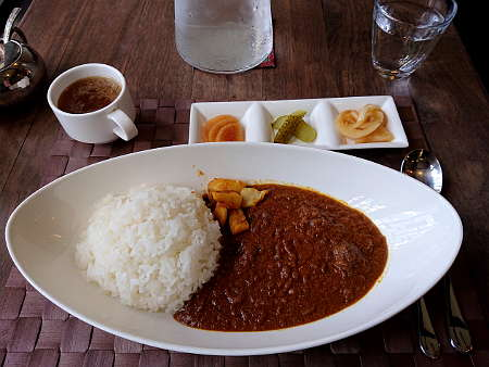 Shizu Cafe:牛タン煮込みカレー